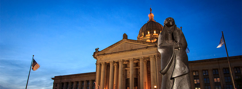 Oklahoma state Capitol at night